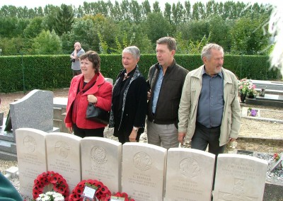 Collective grave of the 11 British soldiers with relatives of Fred Innocent and grandson of M. Chalandre