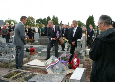 Wreath laying at the tomb of M. Chalandre.